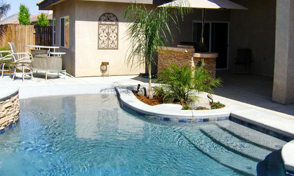 Greecian pools bakersfield ca walk in beach entry pools for Pool design with beach entry