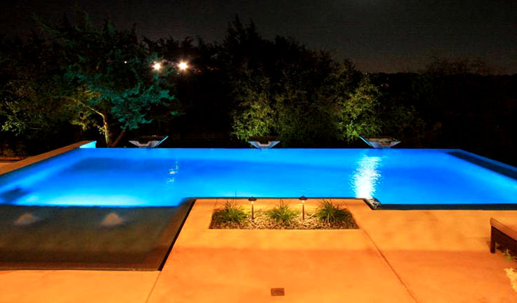Greecian pools bakersfield ca negative infinity edge for Pool negative edge design